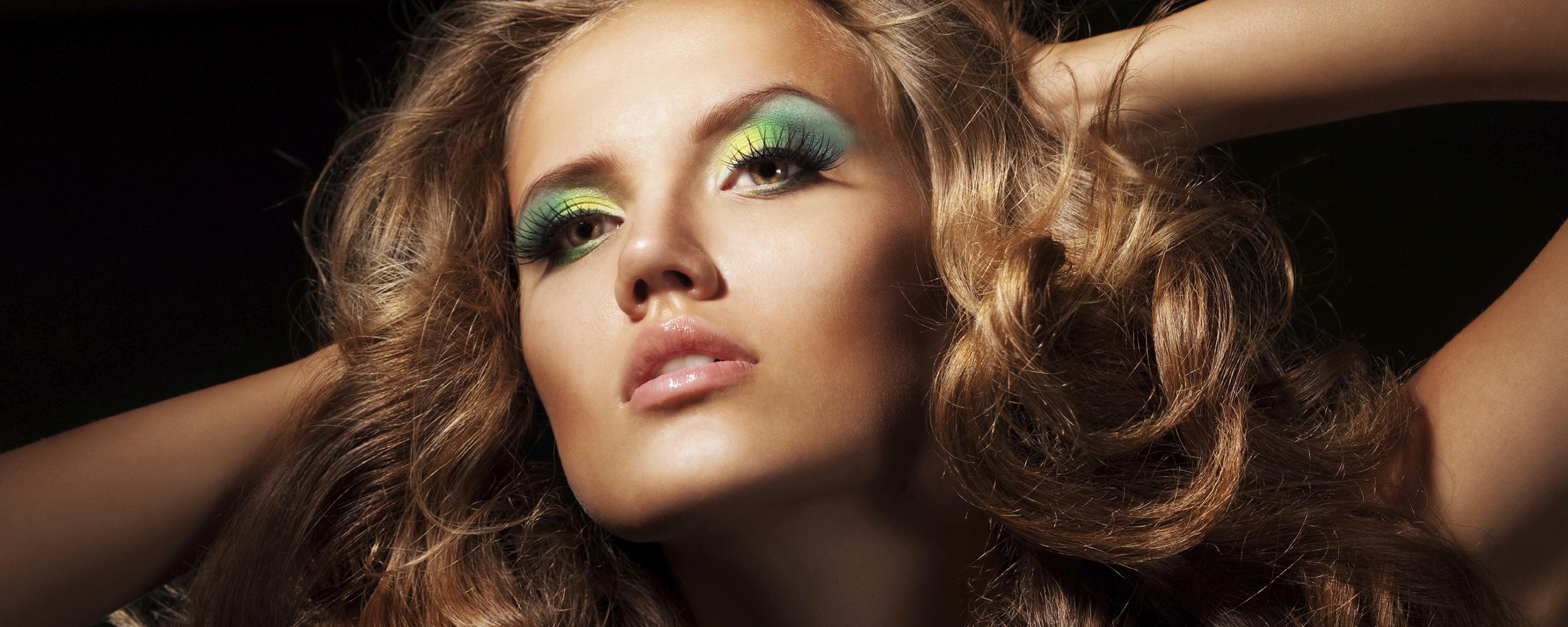 Mooie vrouwen met make-up in Wellfas